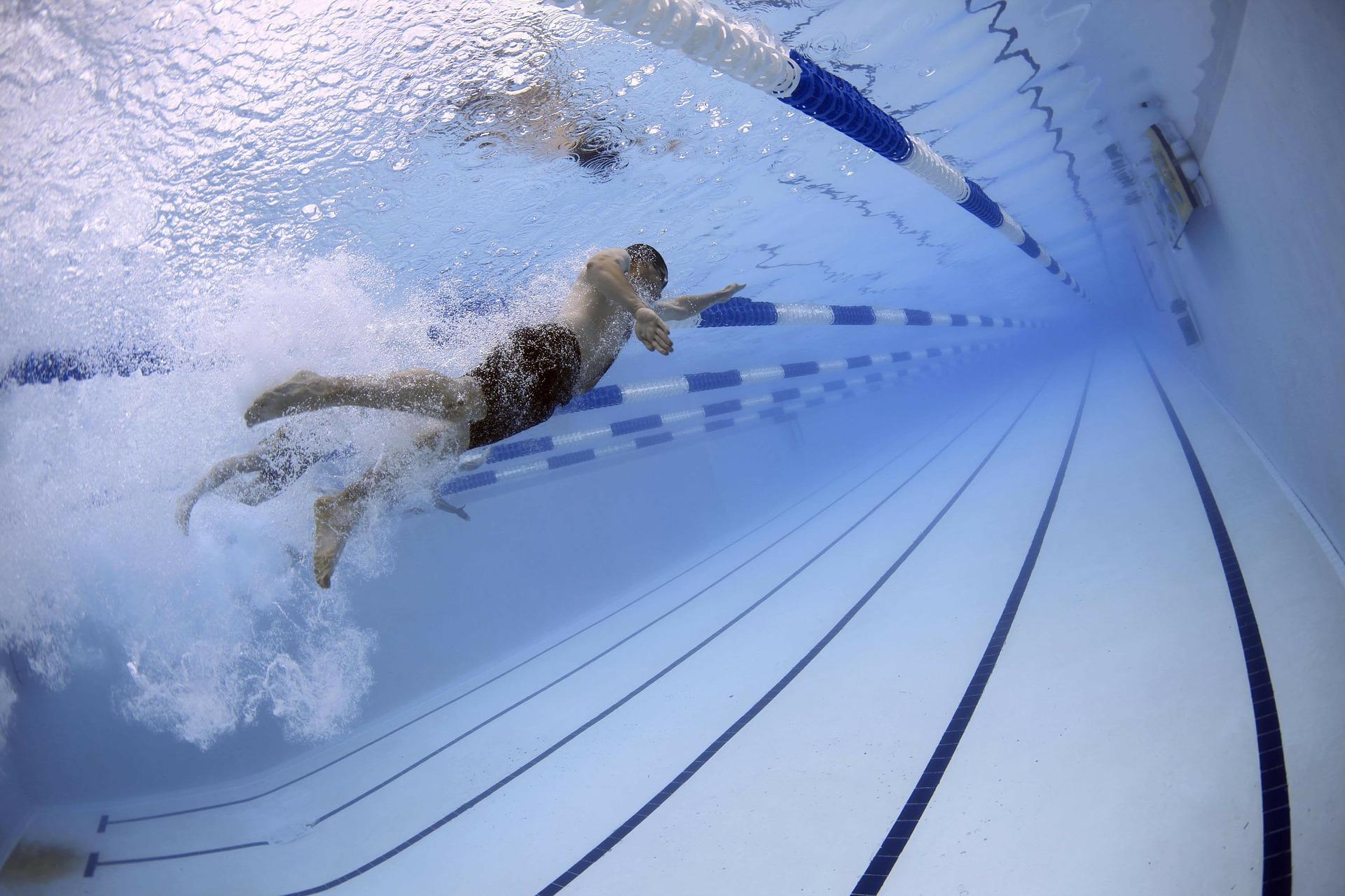Úszó ember